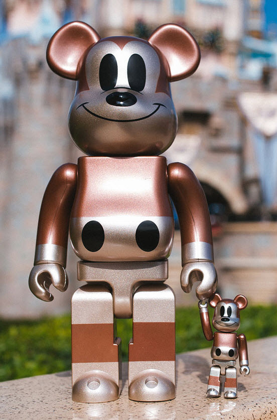 Bearbrick Undefeated x Mickey Mouse [90th Anniversary] (100%)